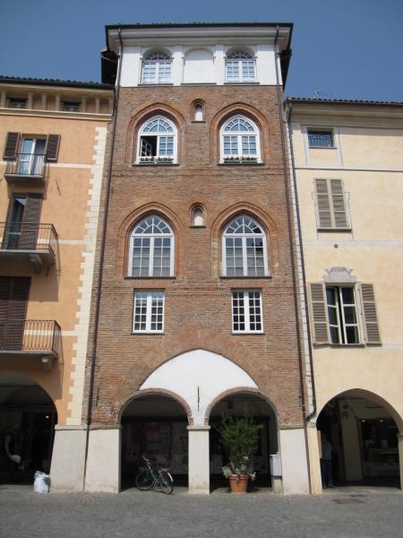 Delta november savigliano la citt il museo ferroviario for Casa di architettura gotica